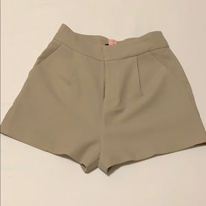 Beige high waisted  Forever21 shorts (XS)